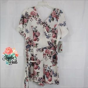 1ST KISS Floral Print Romper Size Large NWT